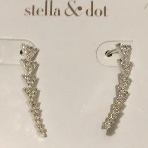 Stella & Dot Jewelry - Stella&dot Earrings.  Finish in Gold.